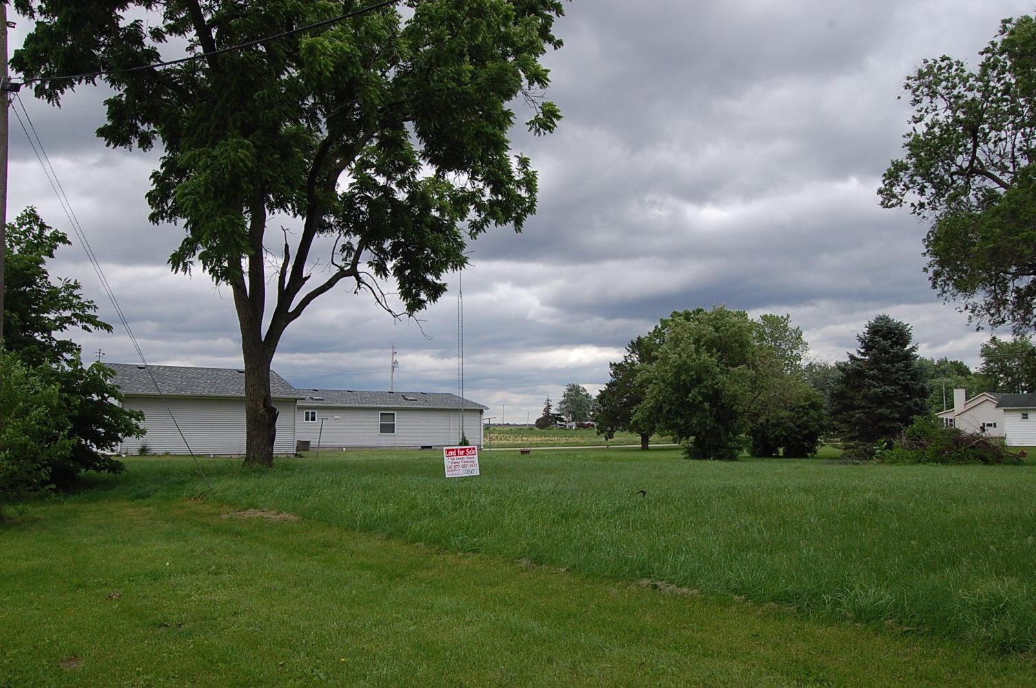 Alluring Corner Lot in Quiet Rural Town - Image 0