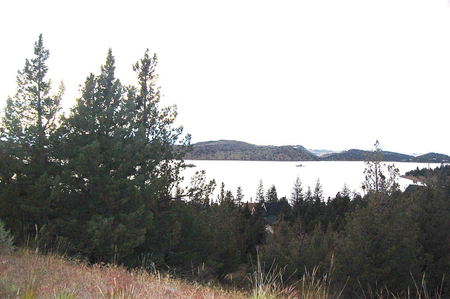 Great Location Overlooking Lake Shastina - Image 0
