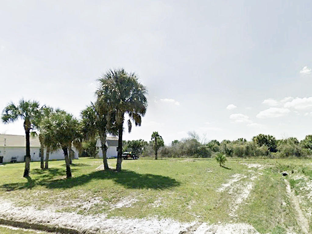Near Quarter Acre in Sunshine State - Image 4