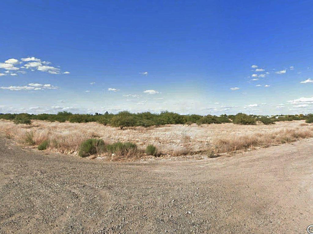 Beautiful Corner Lot in Charming Desert Town - Image 0