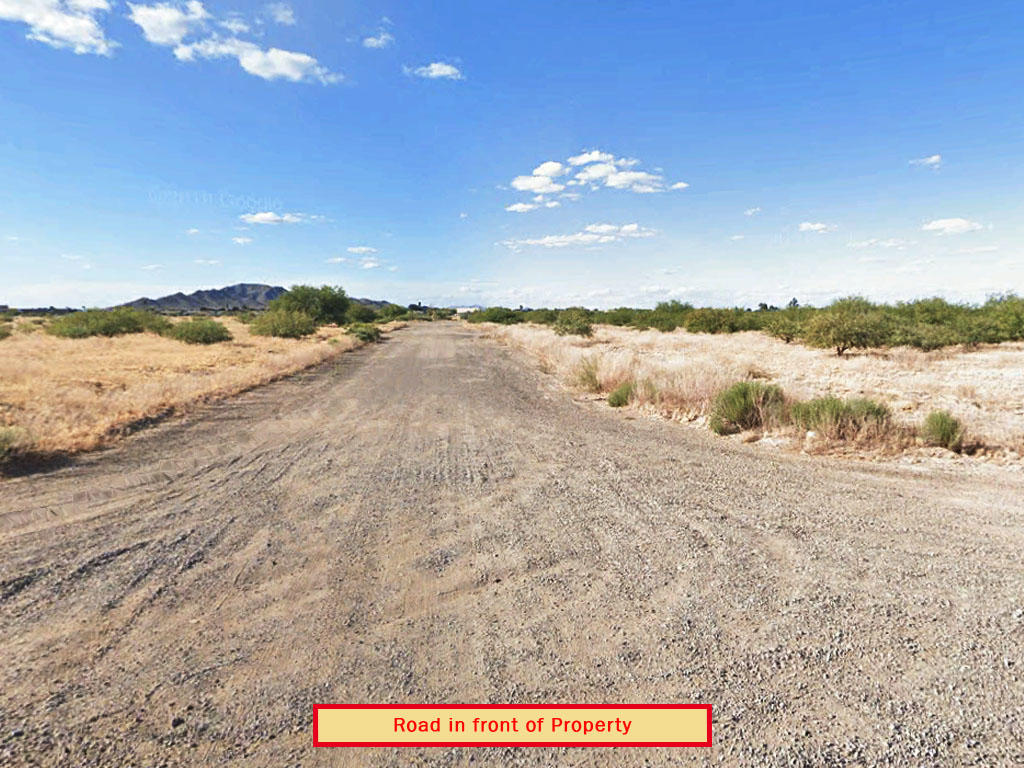 Beautiful Corner Lot in Charming Desert Town - Image 3