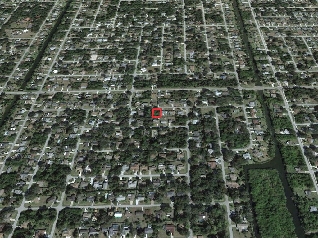 Florida Coastal Living in Bustling City - Image 2