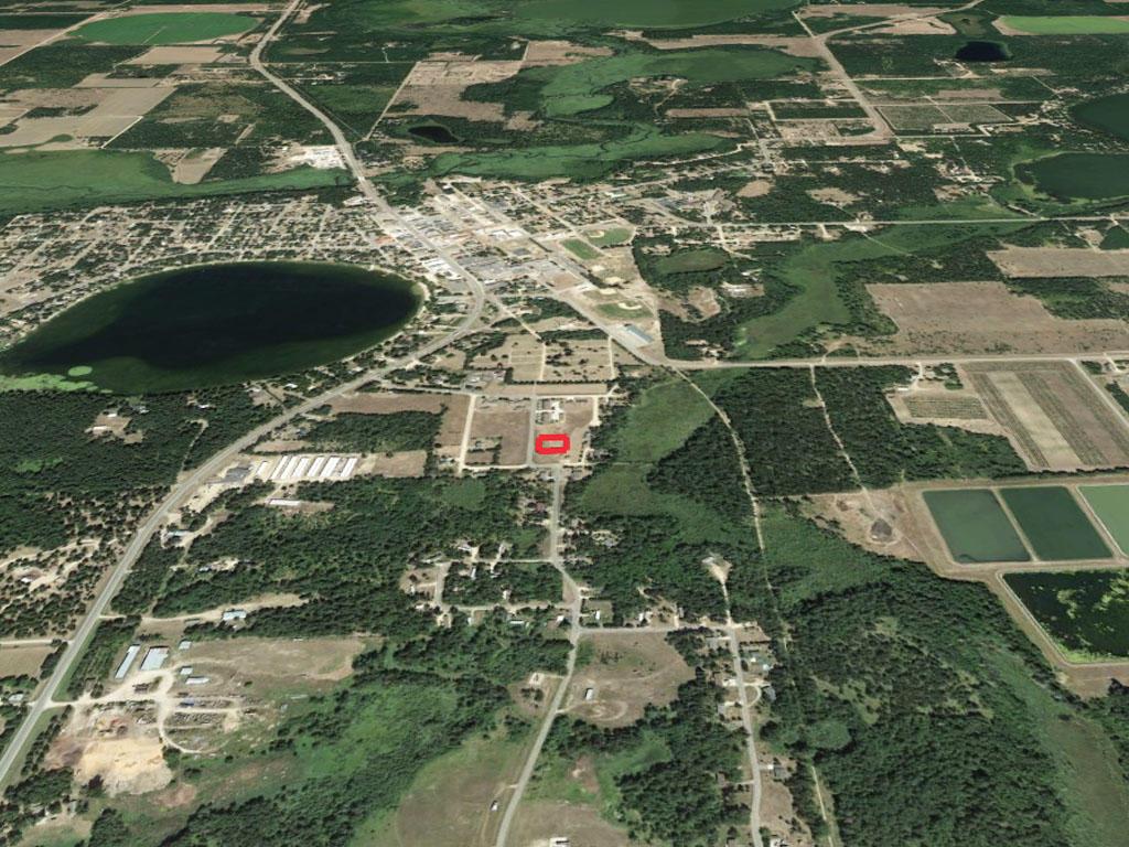 Stunning Half Acre Near Spirit Lake - Image 2