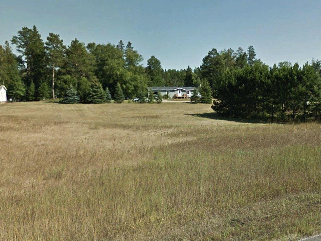 Stunning Half Acre Near Spirit Lake - Image 3