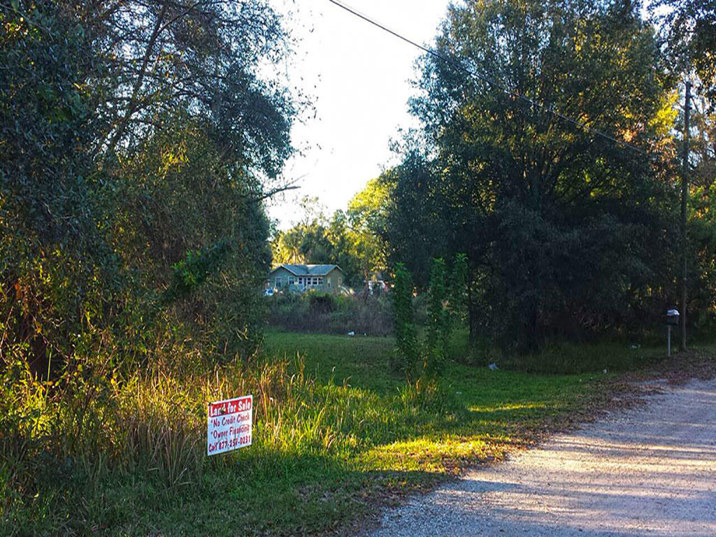 Nice Treed Lot Located in Developed Community - Image 0