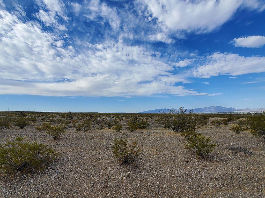 Beautiful Half Acre Desert Gem - Image 3