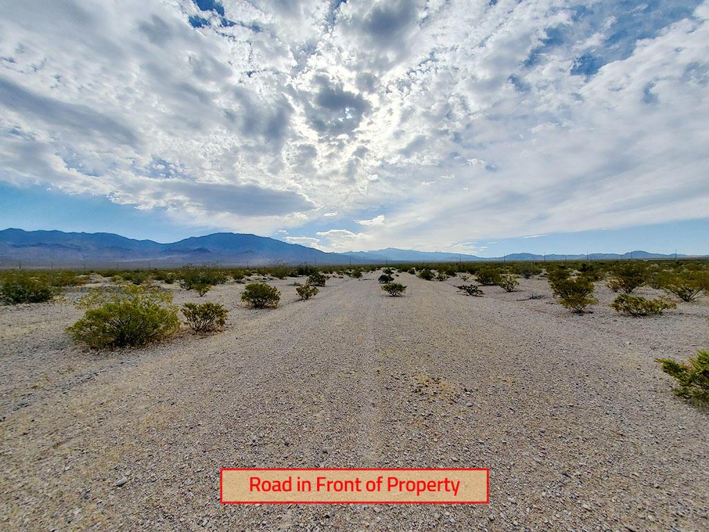 Beautiful Half Acre Desert Gem - Image 4