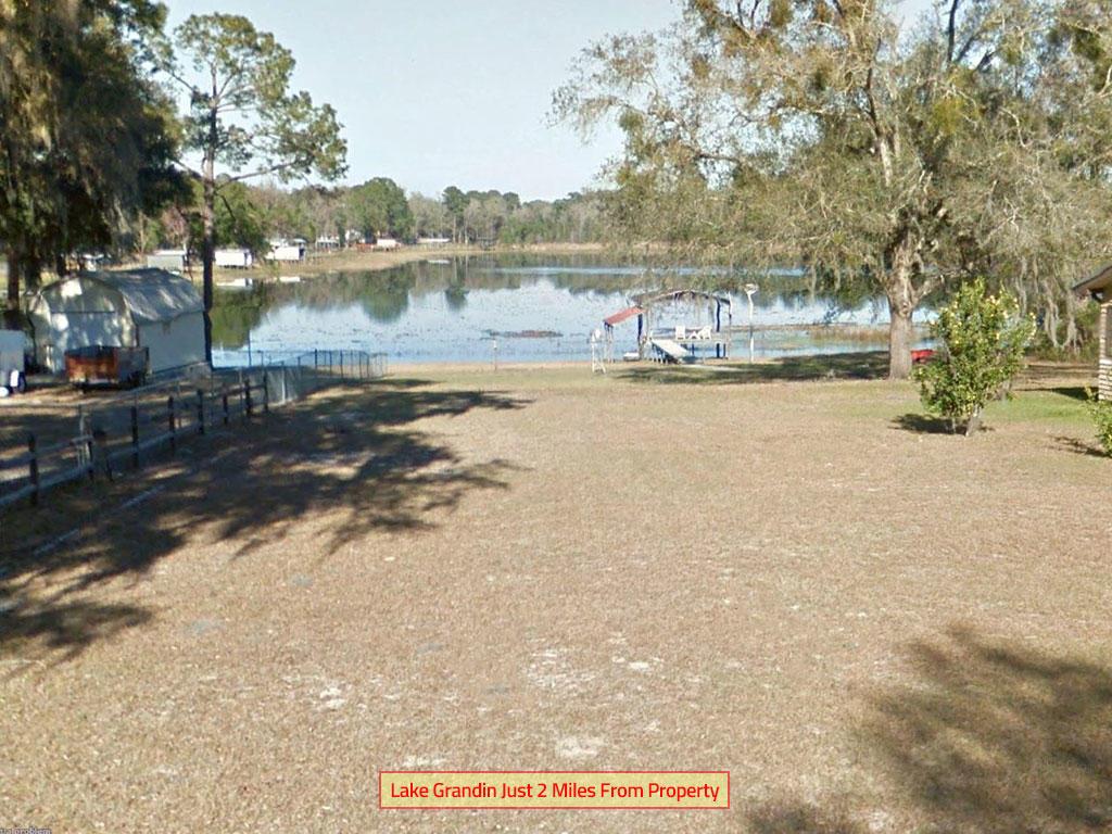 Corner Lot in Quiet Interlachen Lakes Estates - Image 4