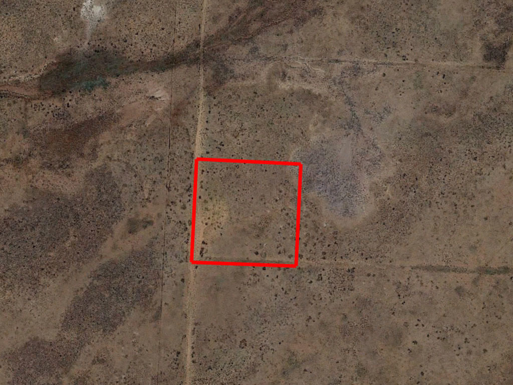 Off Grid Living on 2 Acres of Desert Land - Image 1