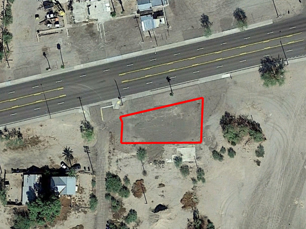 Commercial Real Estate off Main Road - Image 1