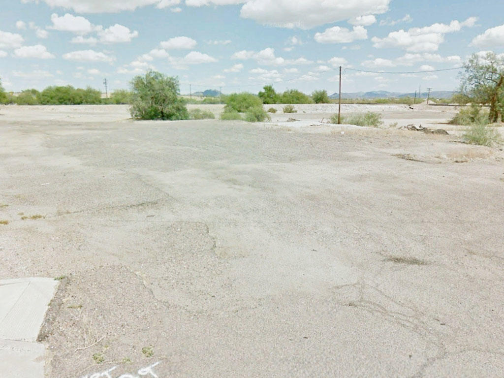 Commercial Real Estate off Main Road - Image 0