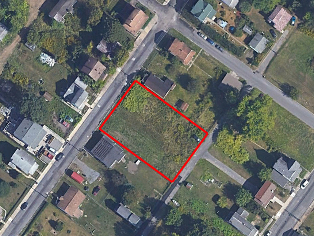 Rare Double Lot in Bustling Community - Image 1