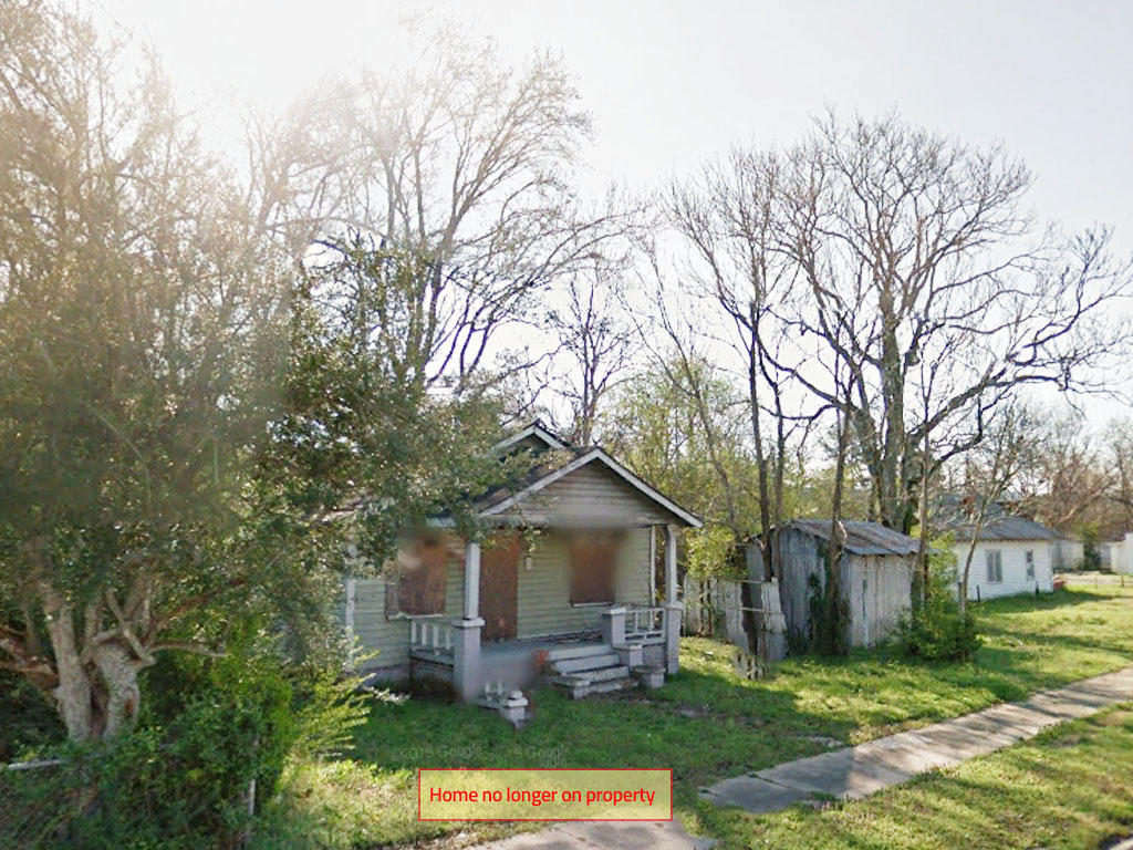 Charming Lot in Bustling Community - Image 0