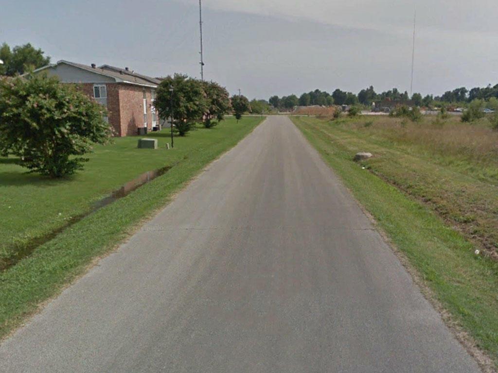 Spacious Arkansas Lot in Charming Town - Image 4