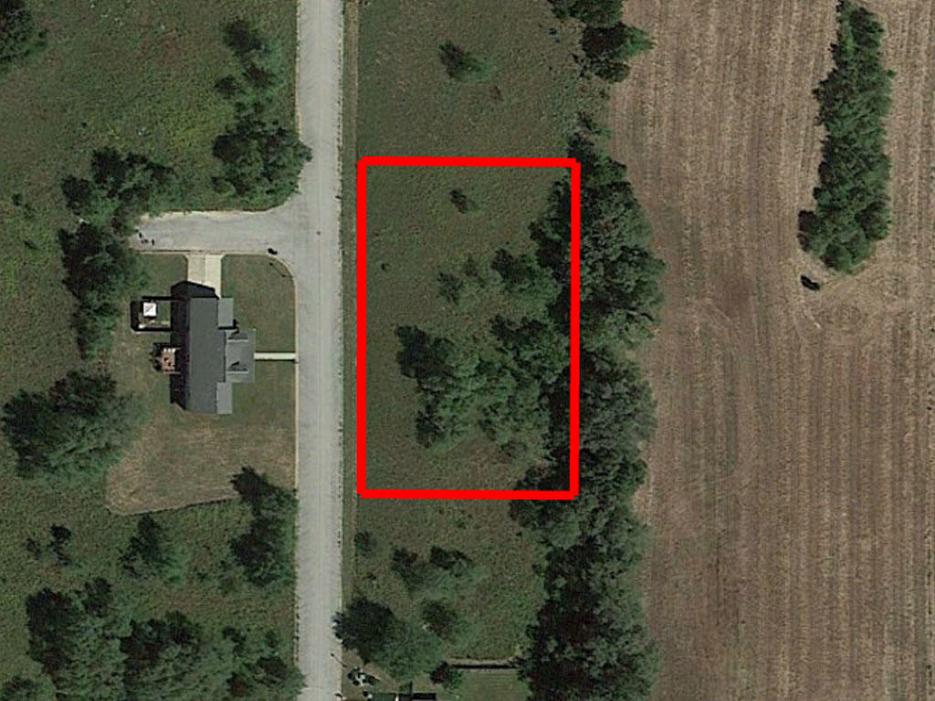 Double Lot Surrounded by Farmland in Rural Midwest - Image 1
