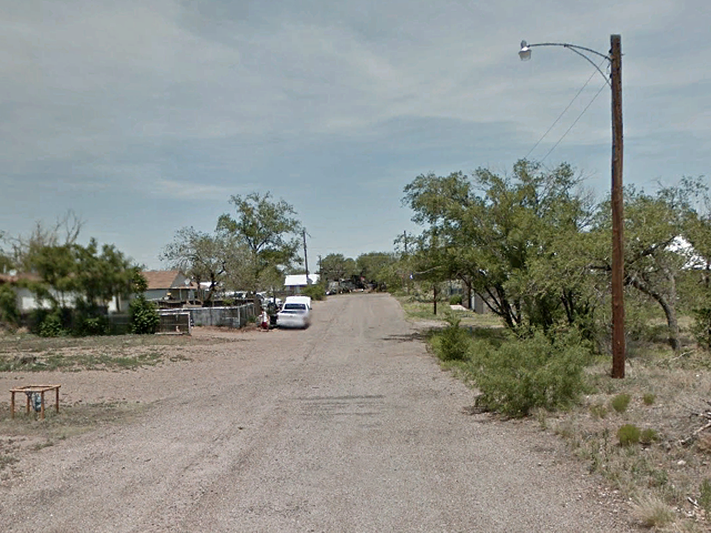 Small Town Texas Living from this Lot in Borger - Image 4