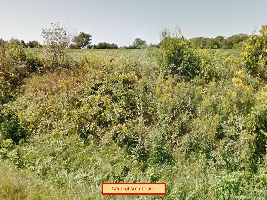 Central Illinois Escape Near Spoon Lake - Image 3