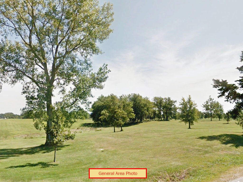 Enjoy this Illinois Property between the Golf Course and the Lake - Image 0