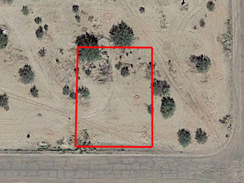 Usable Land in Friendly Arizona Town - Image 1