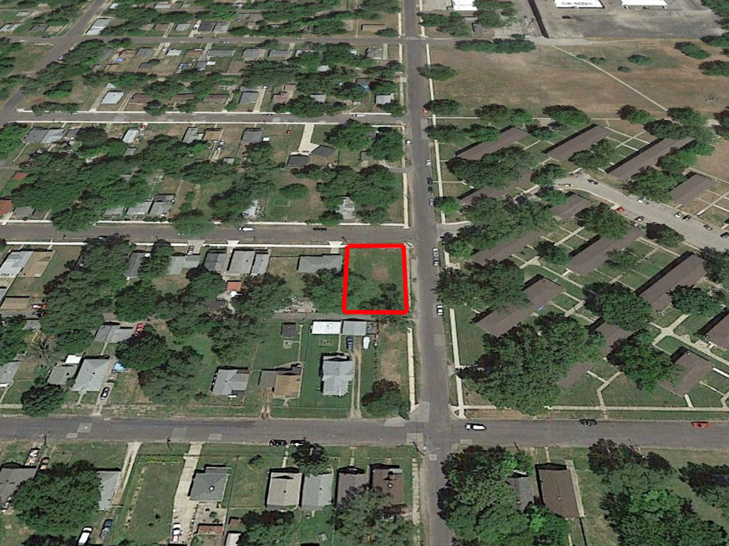 Corner Lot in Established Neighborhood in Peoria - Image 2