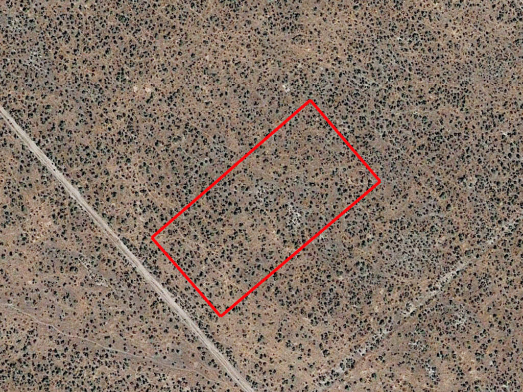 Over an acre tucked in the beautiful peaks of Nevada - Image 1