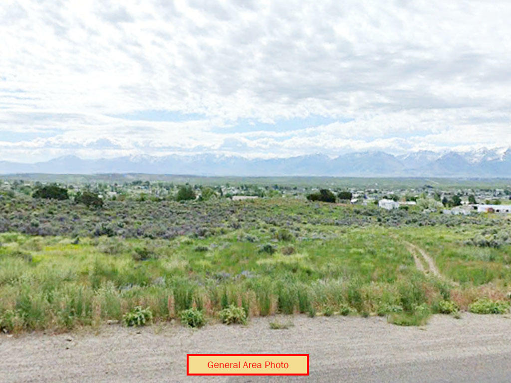 Over an acre nestled in the peaks of Nevada - Image 0