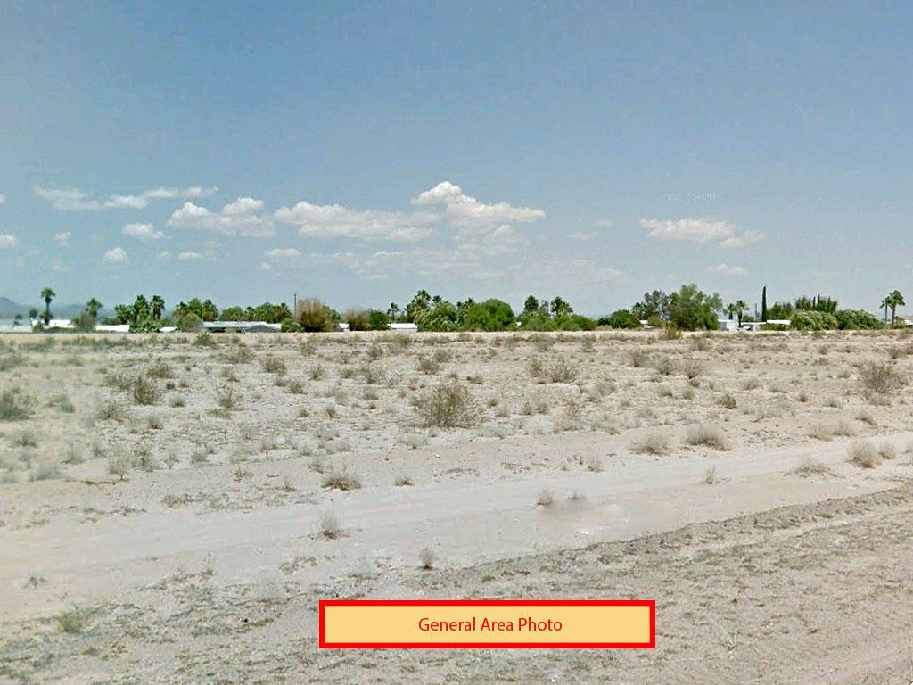 Property in expanding neighborhood in Yuma County, Arizona - Image 3