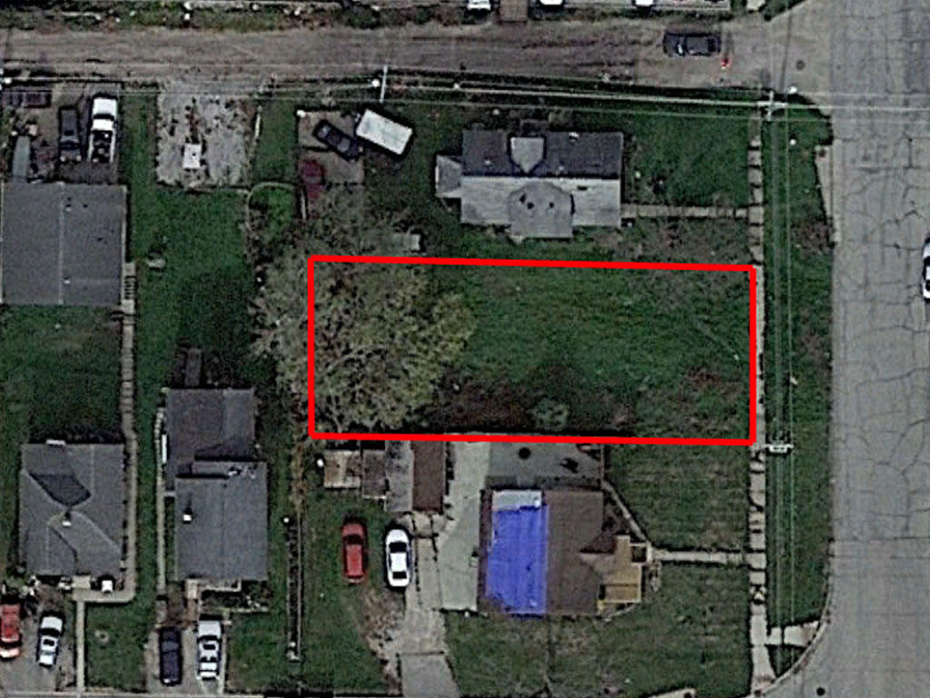 Almost 6000 square foot lot in the heart of Cedar Rapids - Image 1
