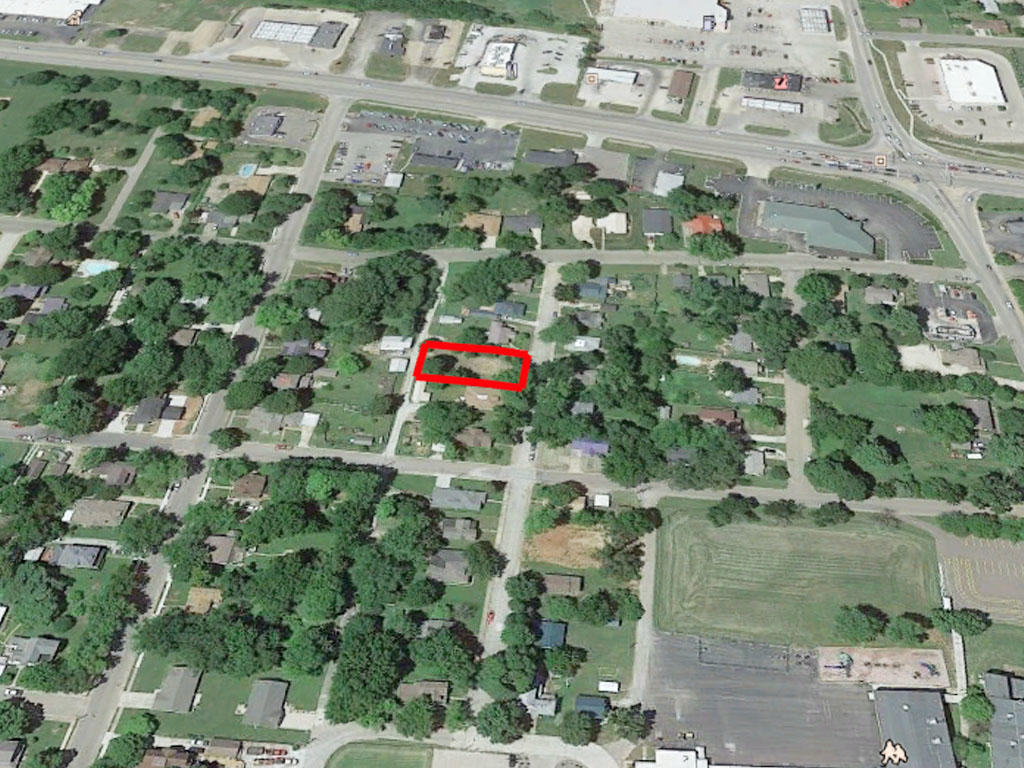 Over 10,000 square foot lot in a well established neighborhood - Image 2