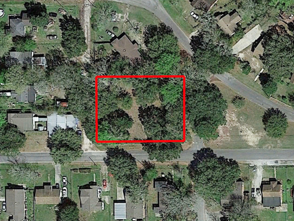 Almost half an acre five minutes to the beach - Image 1