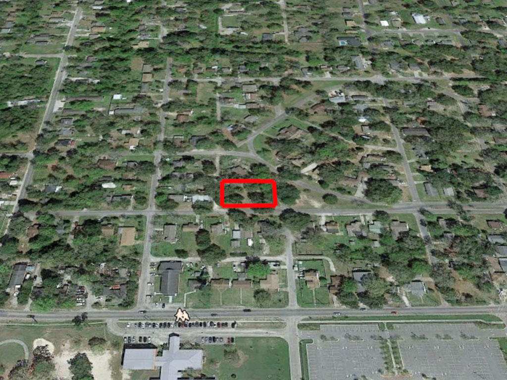 Almost half an acre five minutes to the beach - Image 2