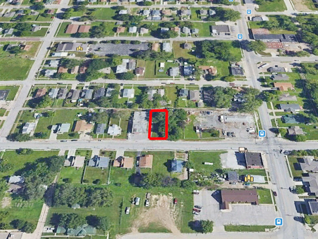 6500 Square foot lot not far from Carter Lake - Image 2