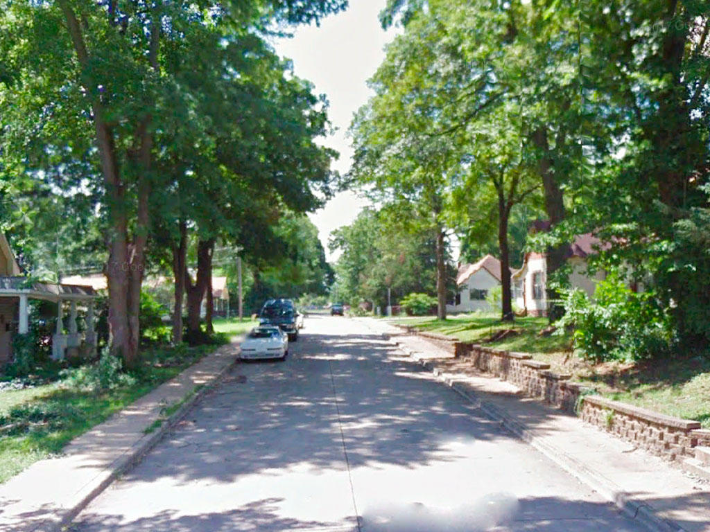 Over 10,000 square foot lot in a well established neighborhood - Image 4