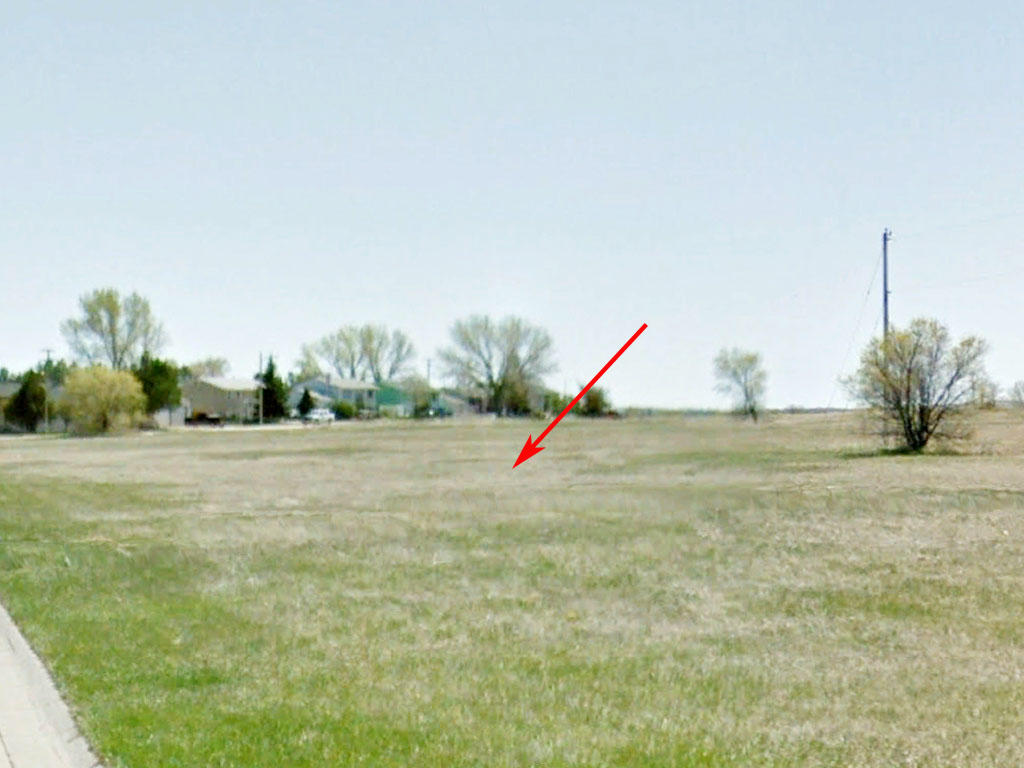 Almost 8000 square foot property in a vibrant community - Image 3