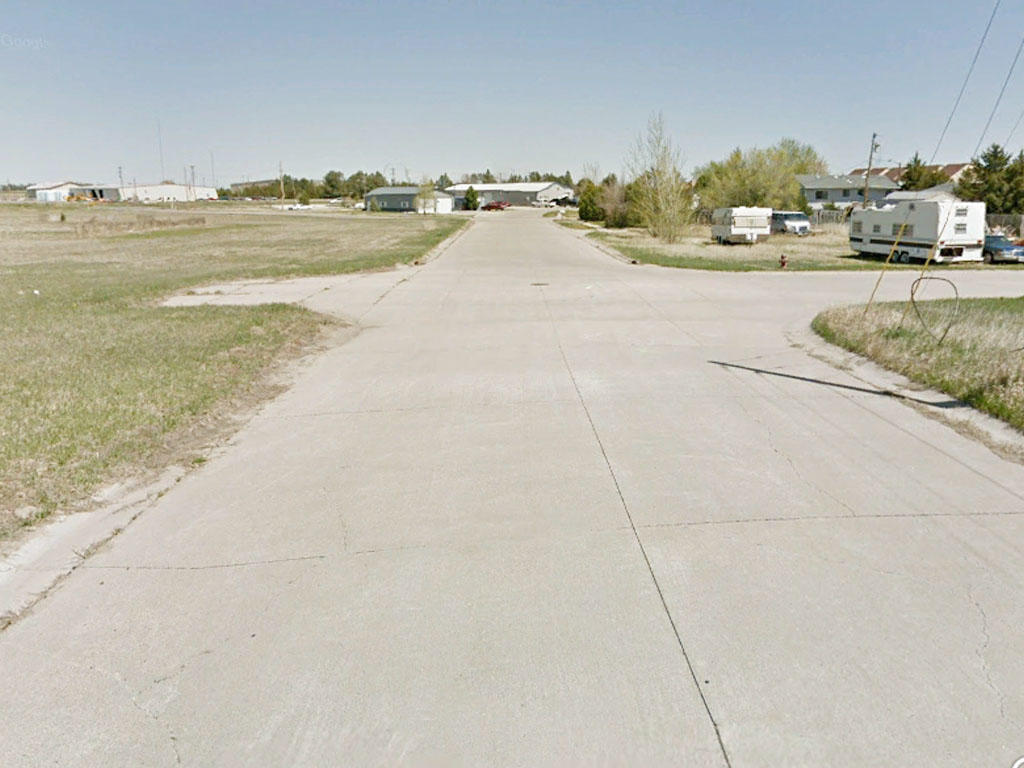 Almost 8000 square foot property in a vibrant community - Image 4