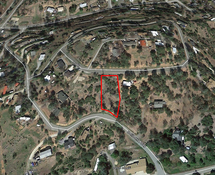 Hillside Property Surrounded by Homes 20 minutes from Lake Shasta - Image 2