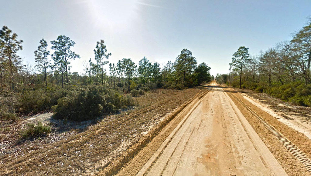 Quiet rural property near several lakes - Image 2