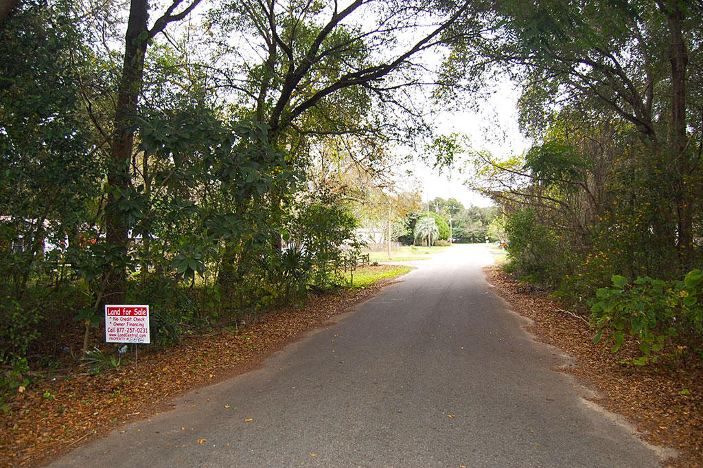 Property Near Lake Weir in Established Residential Area - Image 3