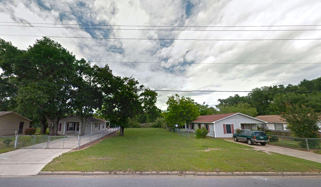Small Residential Lot in Well Established Neighborhood in Pensaco - Image 4