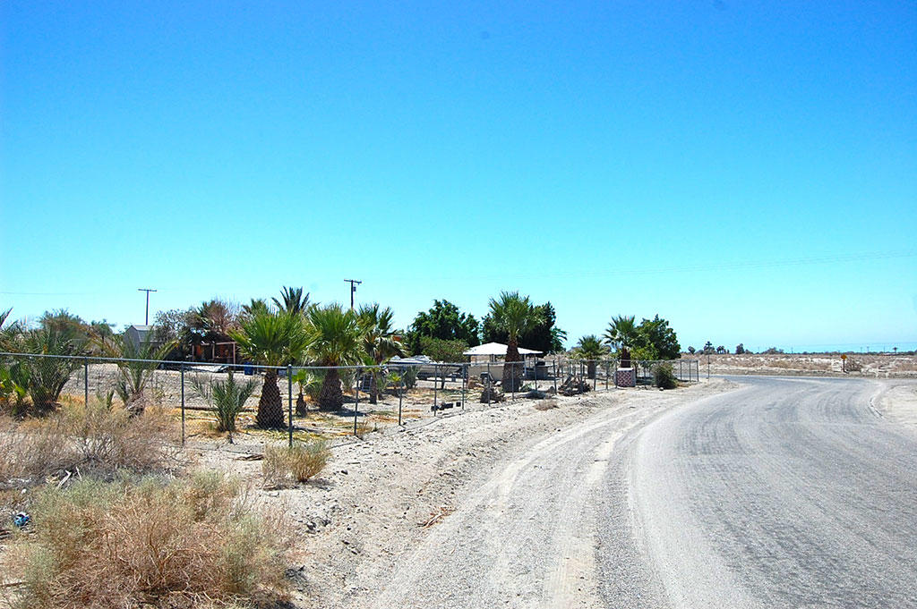 Large Lot Homesite in Desert Oasis - Image 3