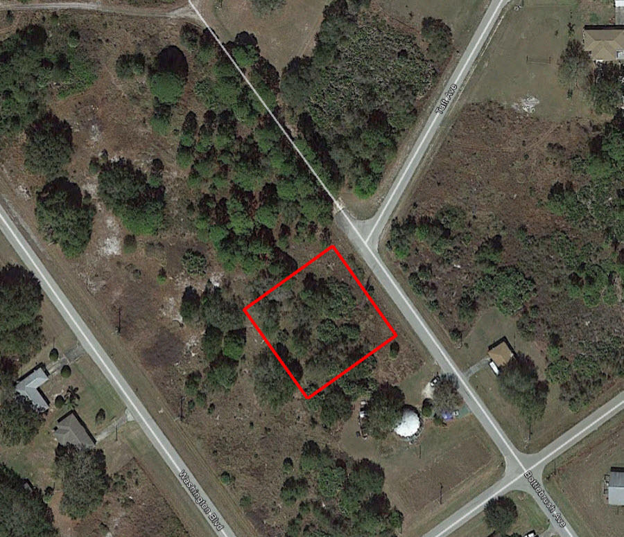 Over Half an Acre in Highlands Park Estate Neighborhood of Lake Placid - Image 1