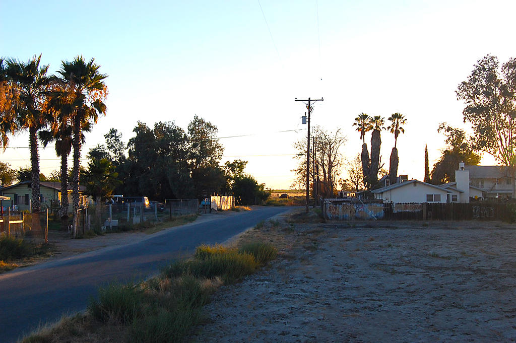 Large Corner Lot in Alpaugh California - Image 4