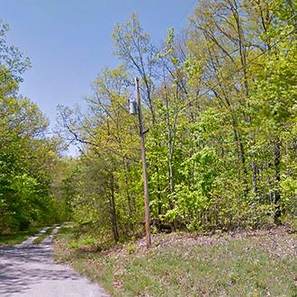 Tree-Covered Tennessee Getaway Near Lakes and Golf - Image 1
