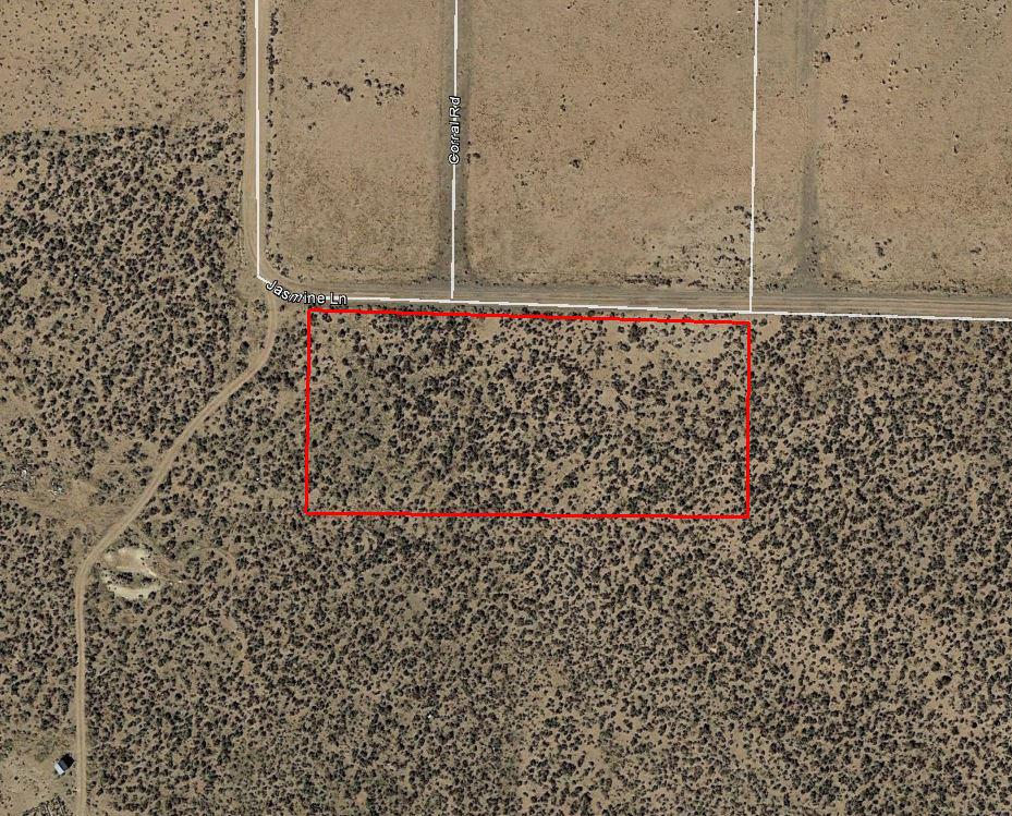 Serene Desert Lot in Rural California - Image 2
