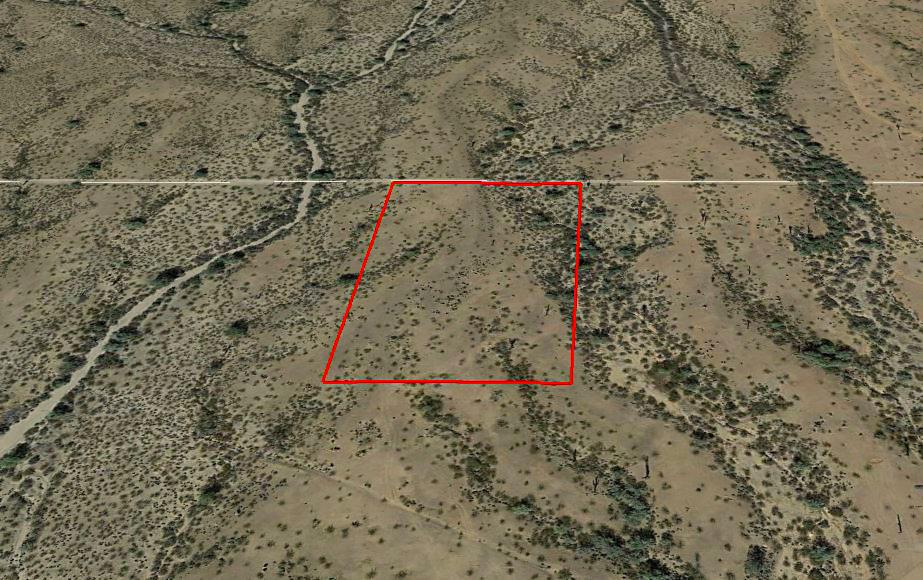 Four Plus Acres in Serene Desert Setting - Image 2