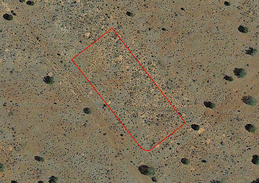 Spacious 1 Acre Property Just off Hwy 180 - Image 1