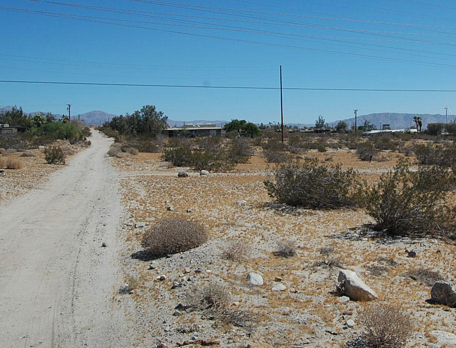 Southern California Acre Just Off Twentynine Palms Highway - Image 4