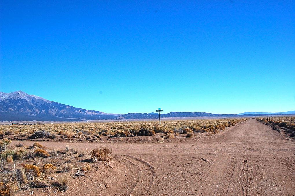 Spacious 4 Acres Beneath Majestic Mountain - Image 4