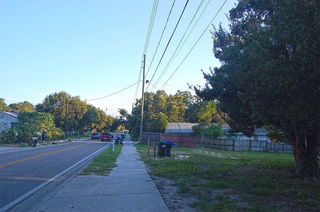 Lots of Sunshine and Lakes in Great Neighborhood - Image 4