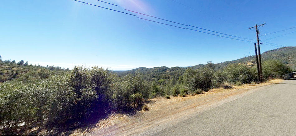 Hillside Property Surrounded by Homes 20 minutes from Lake Shasta - Image 3